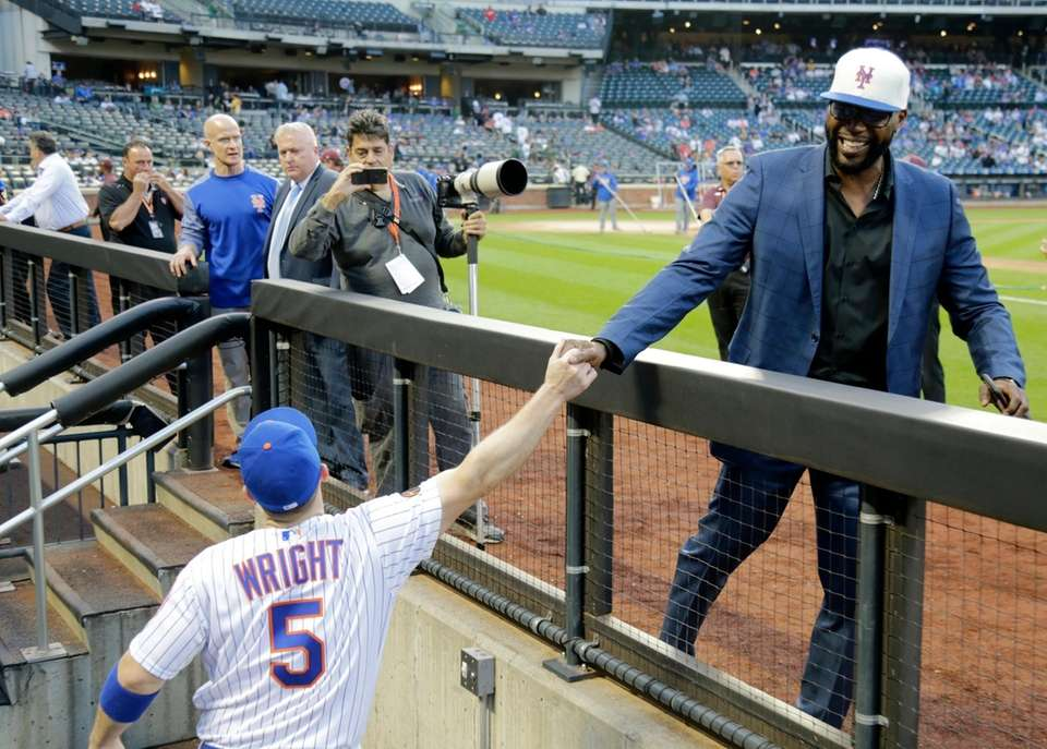 Mets third baseman David Wright high fives former