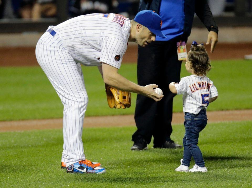 Mets third baseman David Wright gives the ball