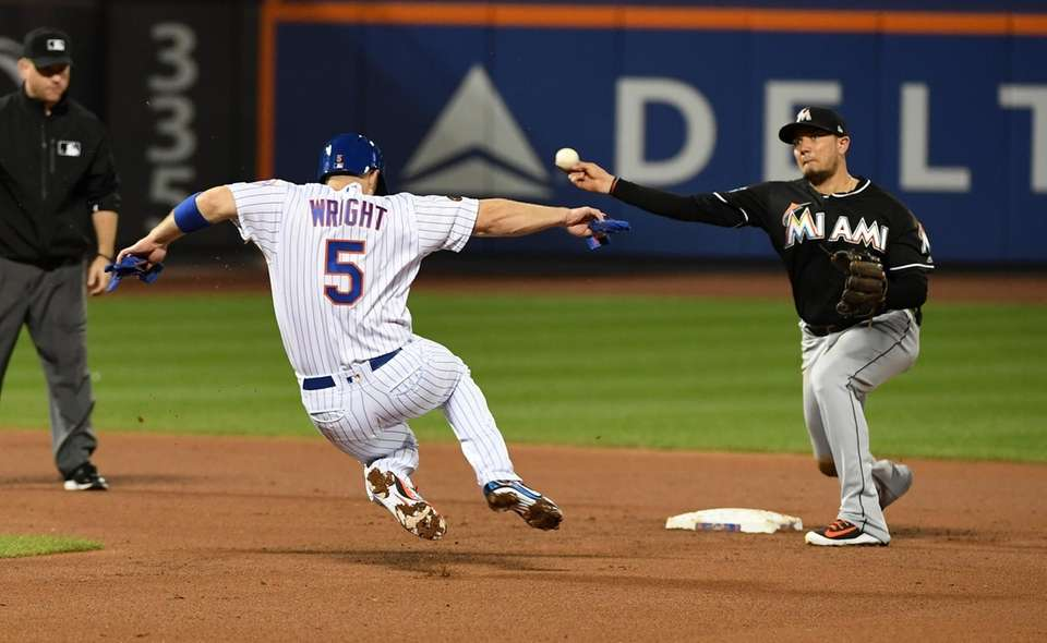 Mets third baseman David Wright is out at