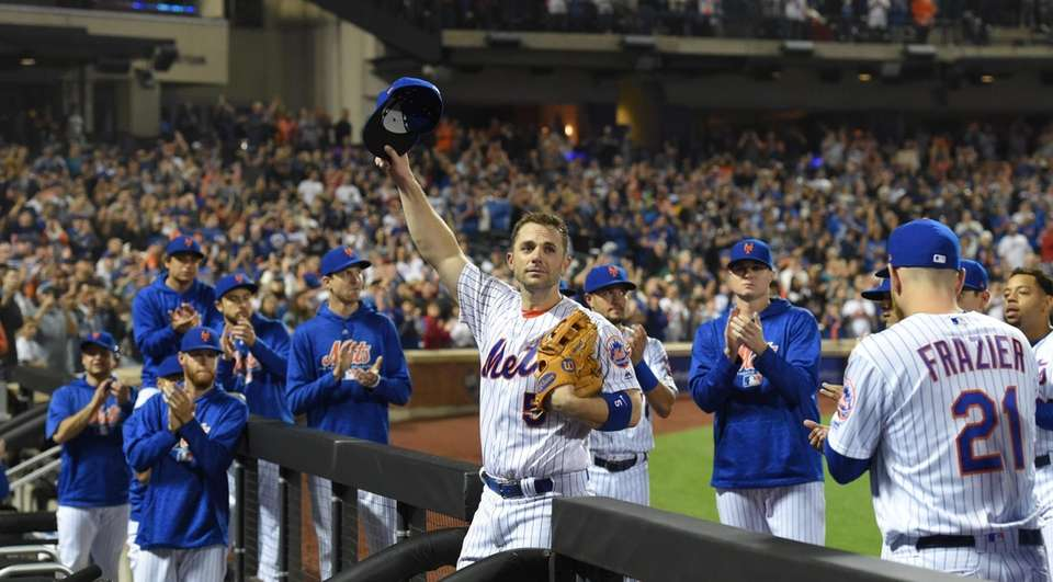 Mets third baseman David Wright leaves the field