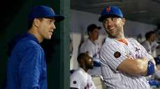 David Wright of the Mets talks with teammate
