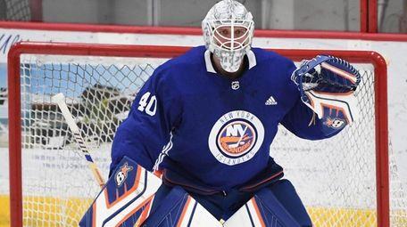 New York Islanders goaltender Robin Lehner guards the