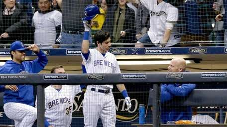 Christian Yelich of the Brewers take a curtain