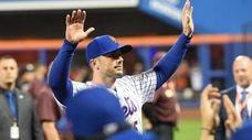 New York Mets third baseman David Wright waves