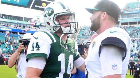 Sam Darnold of the Jets greets Blake Bortles