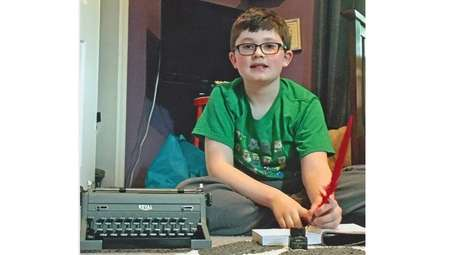 Kidsday reporter Grady Davis with his typewriter and