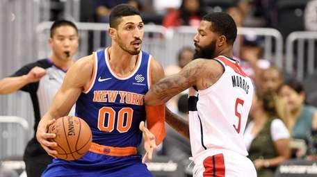 Knicks center Enes Kanter drives to the basket