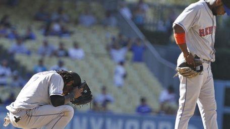 New York Mets shortstop Jose Reyes hangs his