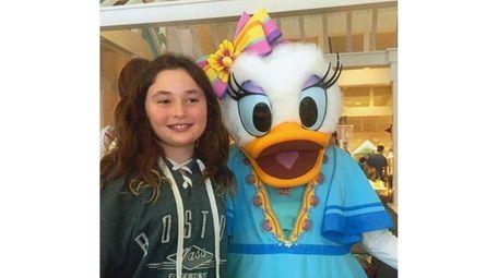 Kidsday reporter Jenna Ferrara with Daisy Duck at