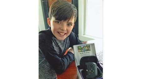 Kidsday reporter Brady Dolan recommends Gamevice, a gaming