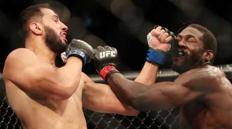 Dominick Reyes (L) punches Jared Cannonier (R) faces