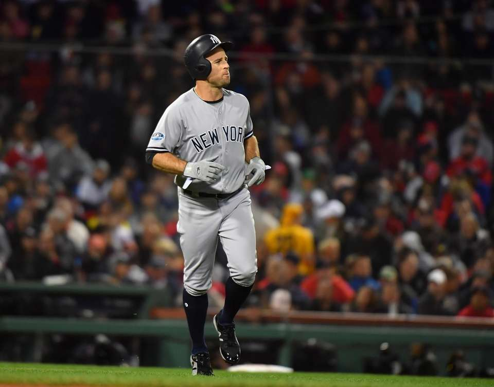 Yankees LF Brett Gardner replaces CF Aaron Hicks