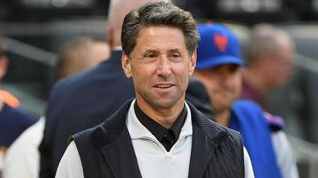 Jeff Wilpon looks on before David Wright's final