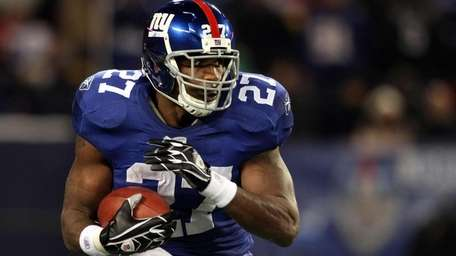 FILE - Brandon Jacobs runs the ball against