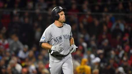 Yankees left fielder Brett Gardner replaces Aaron Hicks