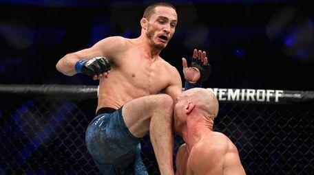 Tony Martin (L) knocks out Ryan LaFlare (R)