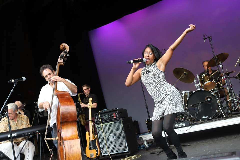 Dawnette Darden performs with the Hoodoo Loungers, on