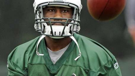 Jets cornerback Darrelle Revis prepares to catch the
