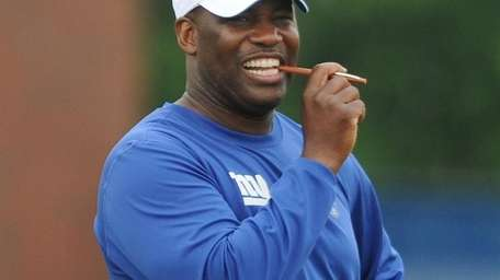 Giants defensive coordinator Perry Fewell observes practice during