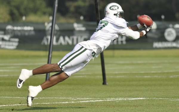 Jets receiver Braylon Edwards snares a pass during