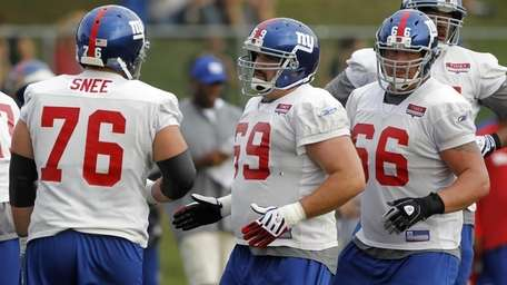 Giants offensive linemen, from left, Chris Snee, Rich
