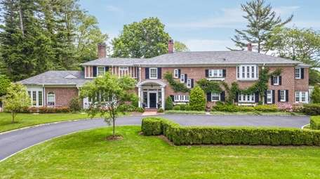 This 1-acre Huntington Bay property includes a two-bedroom,