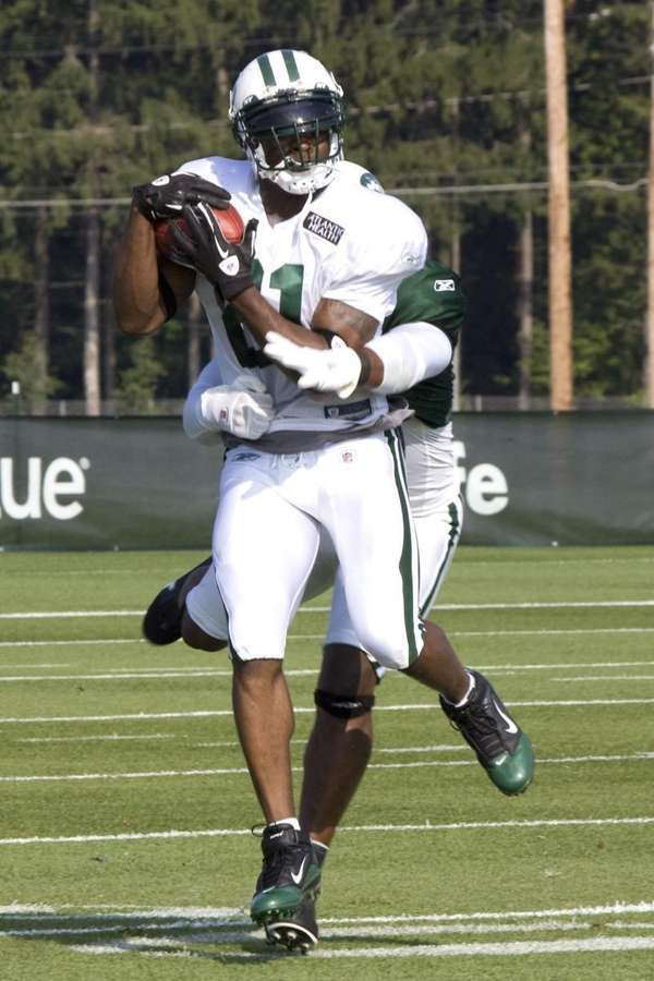 Jets running back LaDainian Tomlinson catches a pass
