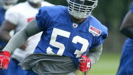 New Giants linebacker Keith Bulluck chases down a