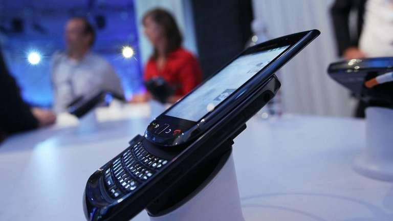 AT&T to sell touch-screen BlackBerry with keyboard | Newsday