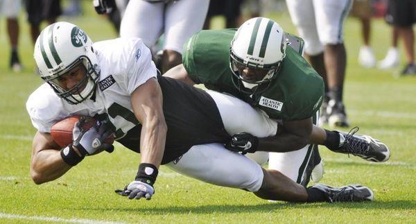 New York Jets tight end Dustin Keller, left,