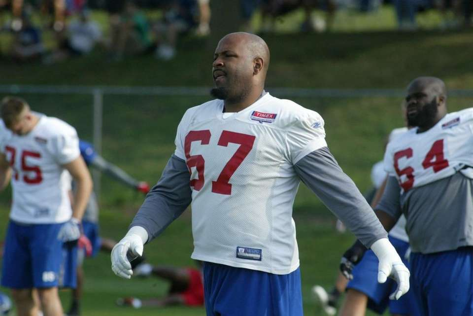 Giants lineman Kareem McKenzie loosens up at the