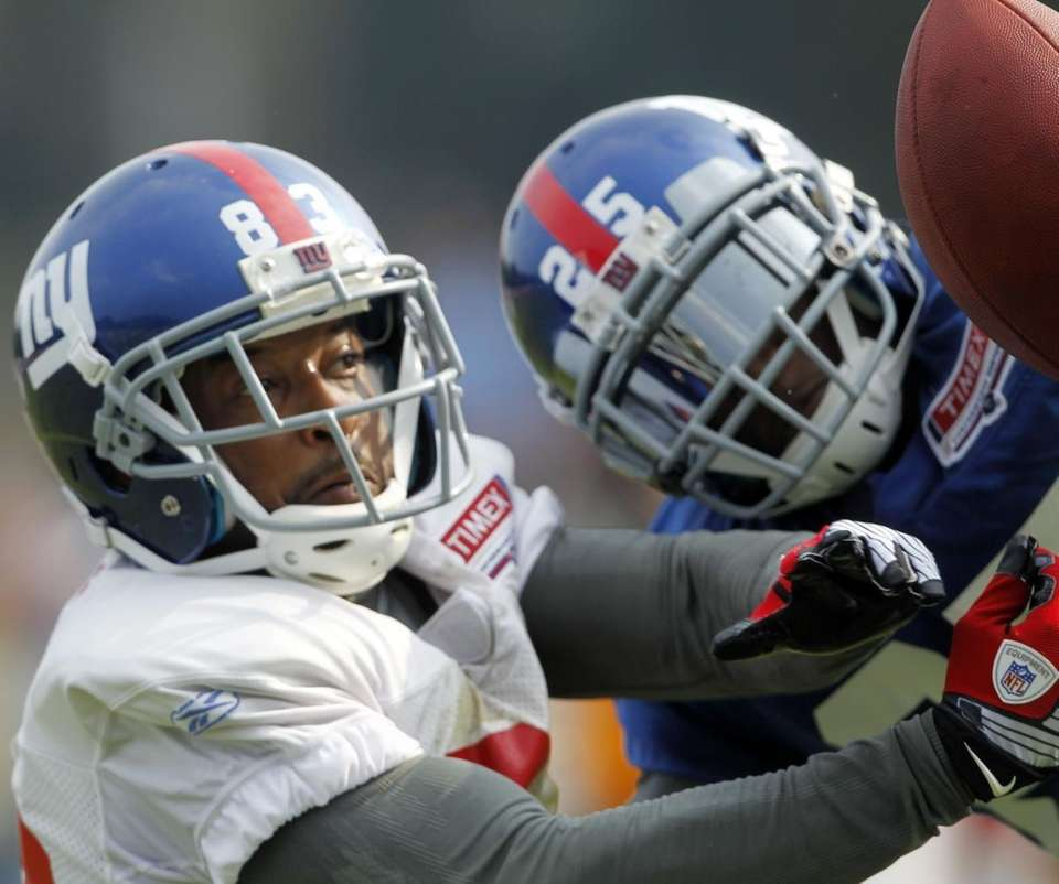New York Giants wide receiver Sinorice Moss (83)