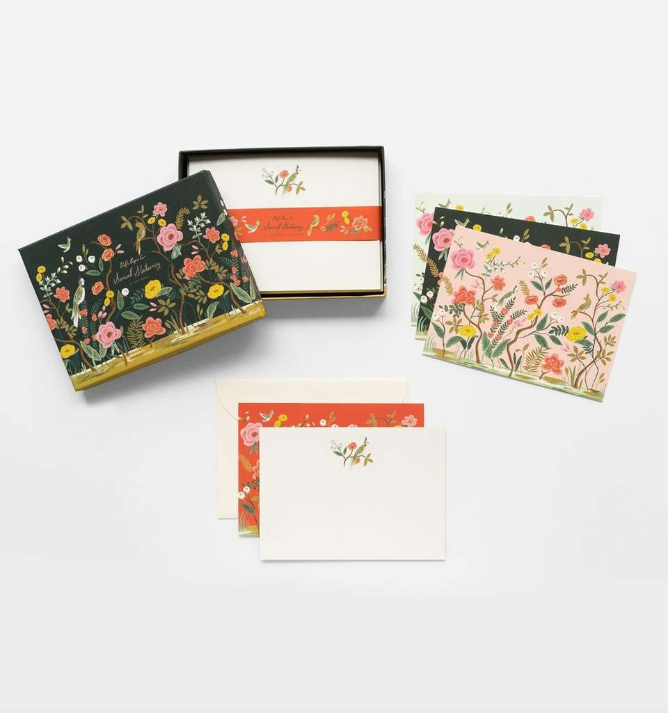 This stationery set features 12 assorted cards and