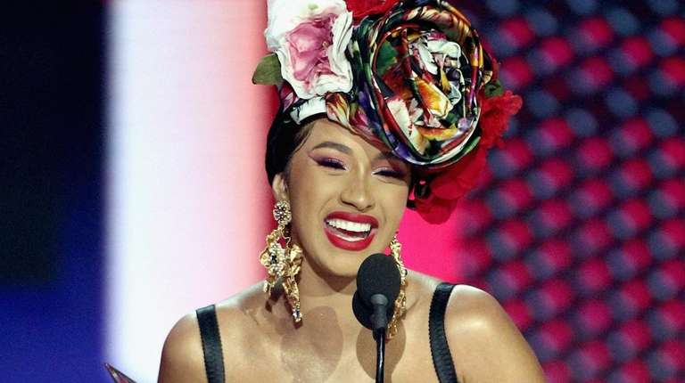 Cardi B accepts the favorite rap/hip-hop artist throphy