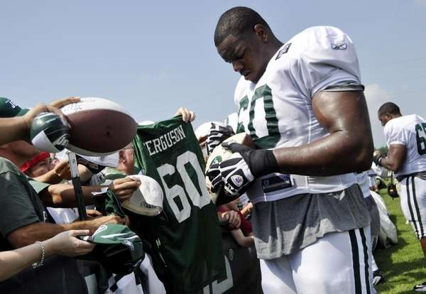 D'Brickashaw Ferguson signs autographs at the end of