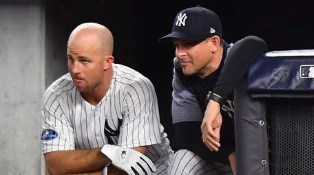 Yankees leftfielder Brett Gardner and manager Aaron Boone