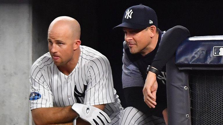 Yankees leftfielder Brett Gardner and manager Aaron Boone