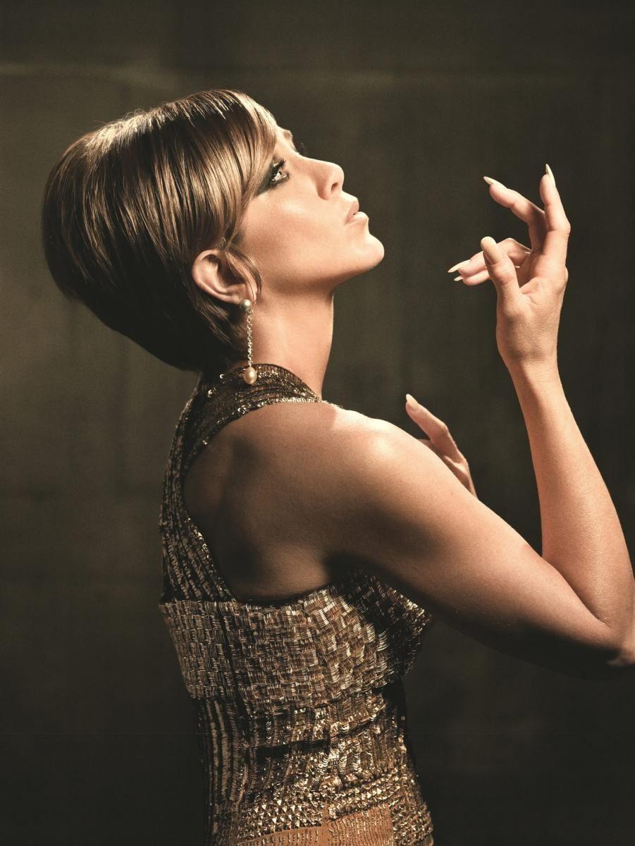 Jennifer Aniston pays homage to Barbra Streisand in