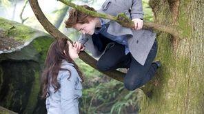 """Kristen Stewart and Robert Pattinson star in """"Twilight,"""""""