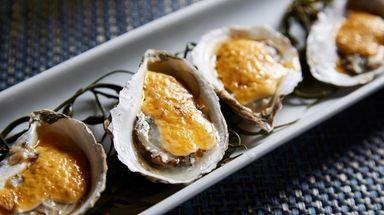Kingfish Oyster Bar & Restaurant (990 Corporate Dr.,