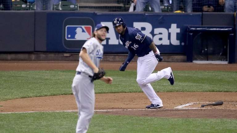 Domingo Santana #16 of the Milwaukee Brewers hits