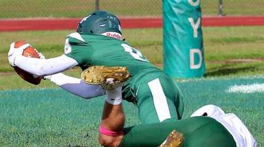 Floyd WR Matthew Wagner dives into the end