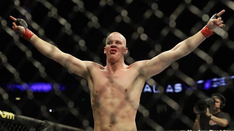 Stefan Struve celebrates after beating Christian Morecraft by