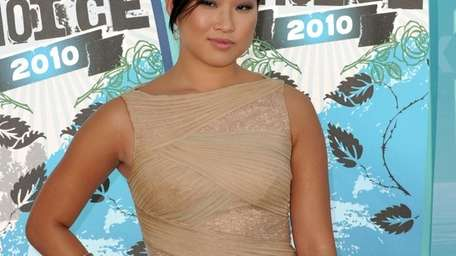 Actress Jenna Ushkowitz arrives at the 2010 Teen