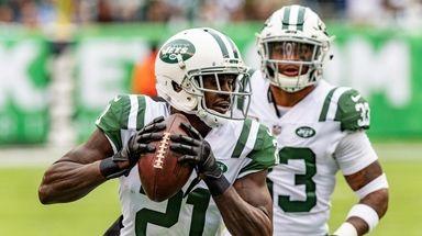 New York Jets cornerback Morris Claiborne (21) scores