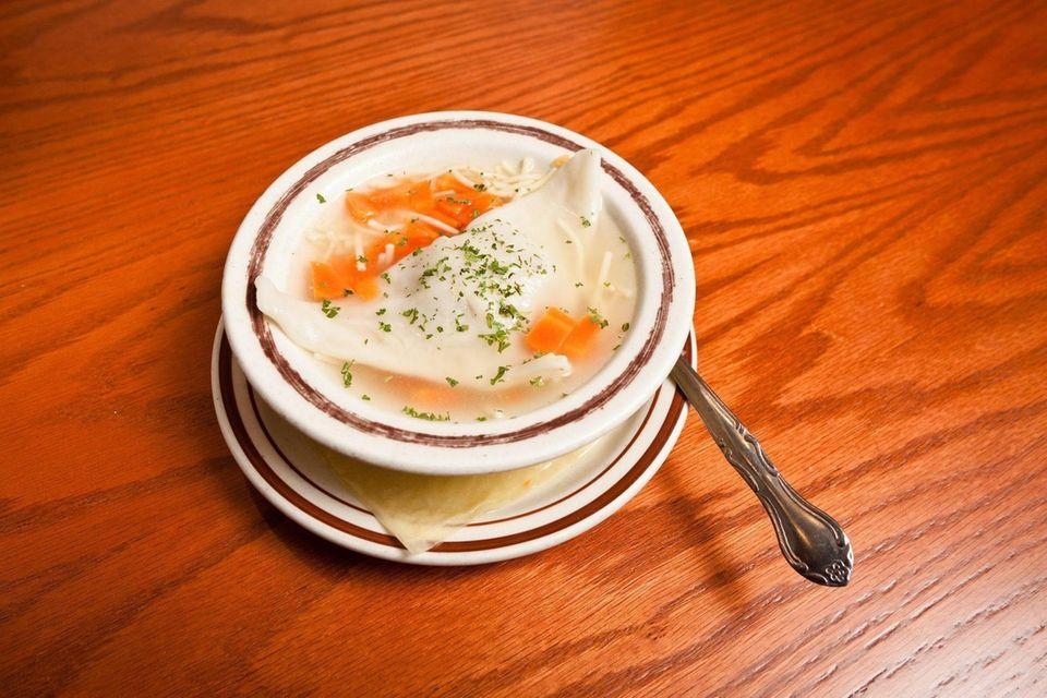 Zan's Kosher Deli in Lake Grove serves chicken