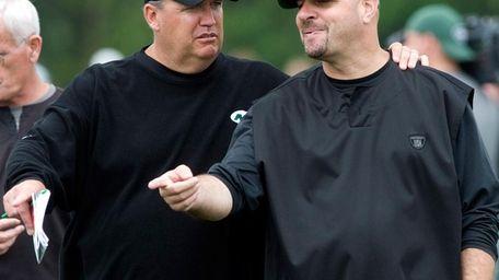 Head coach Rex Ryan, left, talks with Jets