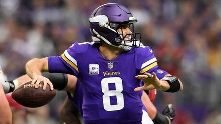 Vikings quarterback Kirk Cousins passes the ball in