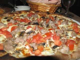 The campagnola (country-style) pizza at Centro Cucina in