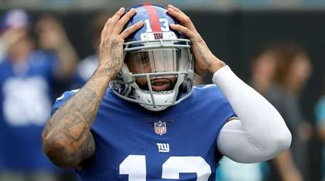 Odell Beckham of the Giants warms up against